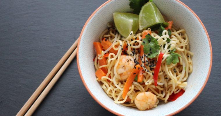 Gebratene Mie-Nudeln mit Garnelen – Urlaubsfeeling in der Küche