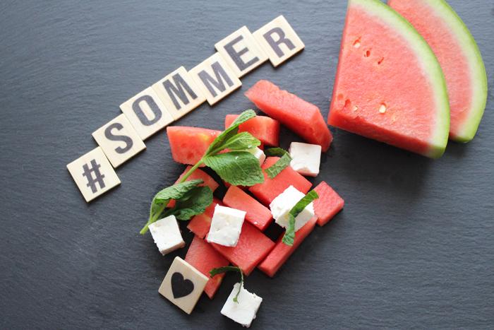 Wassermelonensalat mit Feta und Minze – der perfekte Sommersalat