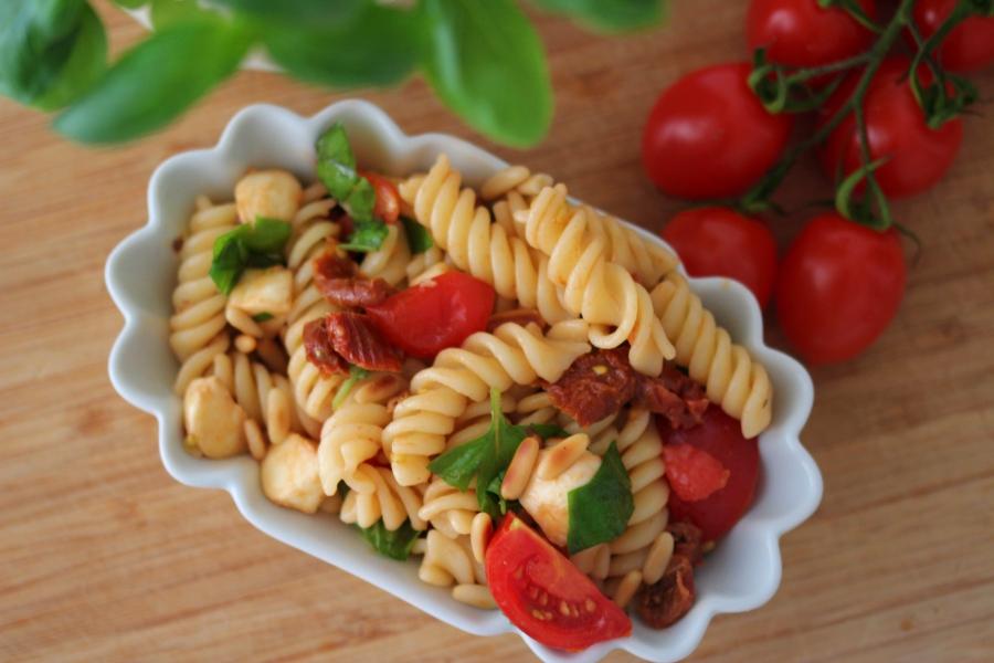 Italienischer Nudelsalat – lecker leichter mediterraner Grillsalat