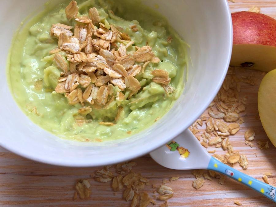 Avocado Joghurt zum Frühstück – der Sattmacher mit Apfel und Haferflocken